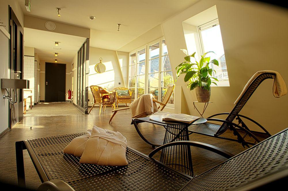henri hotel hamburg reviewed. Black Bedroom Furniture Sets. Home Design Ideas