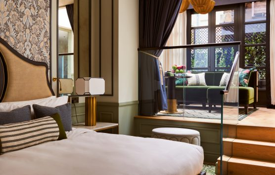 Iconic Luxury Hotels' 'Wilde' Card: Mayfair Townhouse